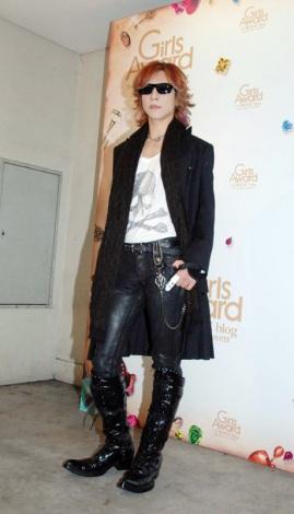 『GirlsAward AUTUMN/WINTER 2011』でスペシャルゲストモデルとして出演し、イベント出演後、報道陣の取材に応じたYOSHIKI (C)ORICON DD inc.