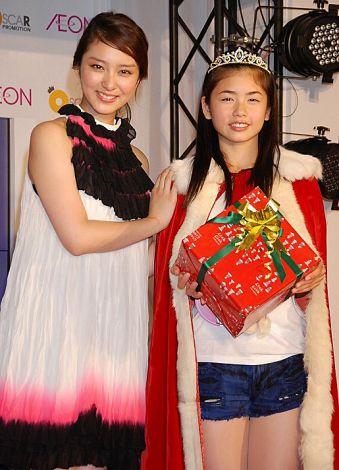 サムネイル 武井咲(左)と妹キャラに選ばれた大阪府出身の14歳・小芝風花さん (C)ORICON DD inc.