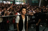 シンガポールでファンの歓迎を受ける藤原竜也