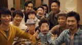 『ホットペッパー グルメ』の新CMに出演するEXILEのメンバー(左下から時計回りにTETSUYA、KEIJI、KENCHI、MATSU、USA、MAKIDAI)