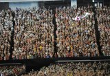 自由自在に空中遊泳するパフォーマンスで会場を沸かせたDREAMS COME TRUE・吉田美和(写真はDWL2011東日本公演より)