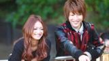 Dear「幸せになりたい。feat. CLIFF EDGE」のMVに出演しているモデルの安井レイとサーターアンダギーの松岡卓弥
