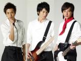 新ドラマ『ハングリー!』(関西テレビ・フジテレビ系)で、向井理のミュージシャン仲間を演じる塚本高史(右)と三浦翔平