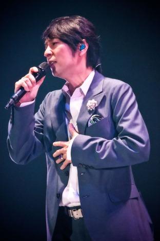 デビュー25周年を記念した全49公演の全国ツアー最終公演で20曲を熱唱した徳永英明