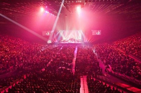甘い声と圧倒的な歌唱力で1万5000人の観客をうっとりとさせた