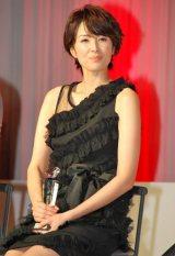 シックな黒のドレス姿で出席した吉瀬 (C)ORICON DD inc.