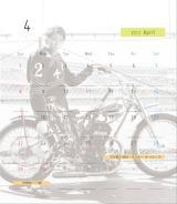 レーサー転身後初となるソロカレンダーを発売した森且行