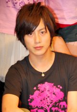 『Ever Green Entertainment Show 2011 vol.2』本番前に取材に応じた溝端淳平 (C)ORICON DD inc.