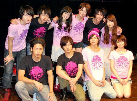 『Ever Green Entertainment Show 2011 vol.2』本番前に取材に応じた山本裕典、溝端淳平ら (C)ORICON DD inc.