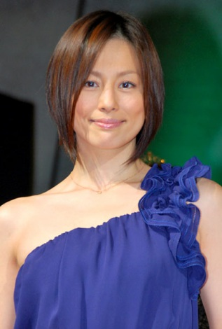 サムネイル 『日本ファッションリーダーアワード2011』を受賞した米倉涼子 (C)ORICON DD inc.