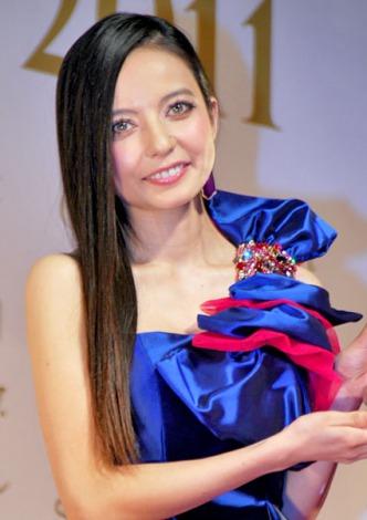 サムネイル 『日本ファッションリーダーアワード2011』を受賞したベッキー (C)ORICON DD inc.
