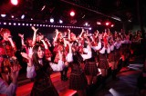アンコールはインディーズデビュー曲「桜の花びらたち」を全員で  (C)AKS