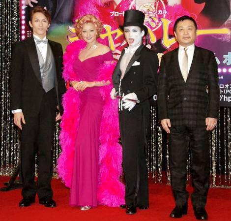 ミュージカル『キャバレー』制作発表会見に出席した(左から)大貫勇輔、藤原紀香、諸星和己、演出の小池修一郎氏
