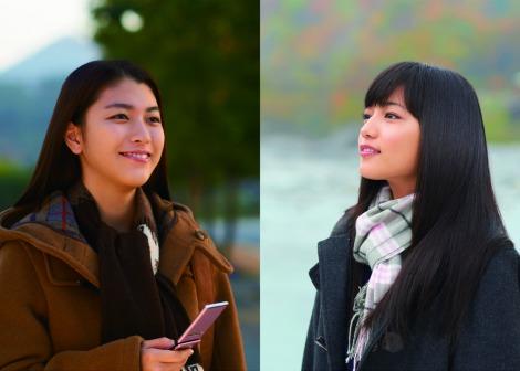 サムネイル ひたむきな女子高生を演じる成海璃子と川口春奈(右)
