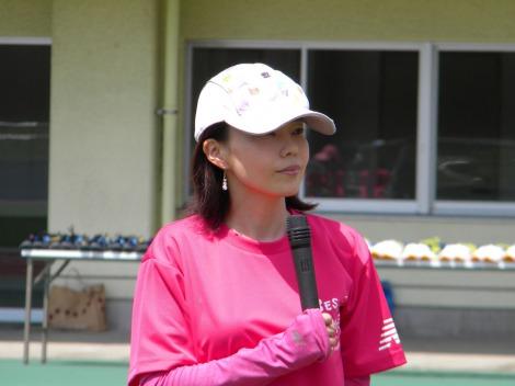 サムネイル 競輪の桜川雅彦選手との結婚を報告した千葉真子