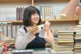 主人公が想いを寄せる古本屋店員を演じる前田敦子