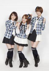 喜びいっぱいのメンバー(写真左から:大島優子、高橋みなみ、篠田麻里子) (C)ORICON inc.