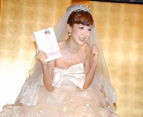 挙式を行ったほしのあきが結婚会見 「祝ってほし〜の」 (C)ORICON DD inc.