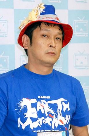 DVD『我々は有吉を訴えるべきかどうか迷っている』発売イベントで有吉弘行にケーキを投げつけられたデンジャラス・安田和博 (C)ORICON DD inc.