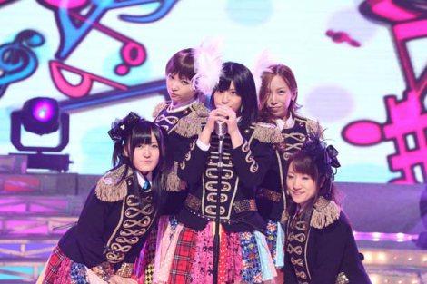ものまねで2011年のトレンドを総ざらい AKB48のものまねを披露する竹内今日子(前田敦子)、宮妃彩(篠田麻里子)、大泉果愛梨(渡辺麻友)、小澤かおり(板野友美)、安藤栄里子(高橋みなみ) (C)フジテレビ