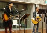 『第37回 ラジオ・チャリティ・ミュージックソン』で力強い歌声を響かせるゆず (C)ORICON DD inc.