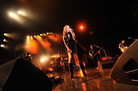 全国ツアーのファイナル公演をZepp Tokyoで行った阿部真央