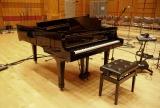嵐・櫻井翔が「ふるさと」のメロディを奏でる、津波被害から半年かけて再生したピアノ