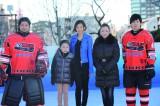 ダイナースクラブ アイスリンクのオープニングイベントに倉木麻衣がスペシャルゲストとして出演(写真中央)