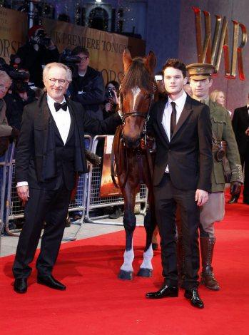 映画『戦火の馬』ロイヤル・プレミア(スピルバーグ監督と「馬」ジョーイとジェレミー・アーヴァイン)