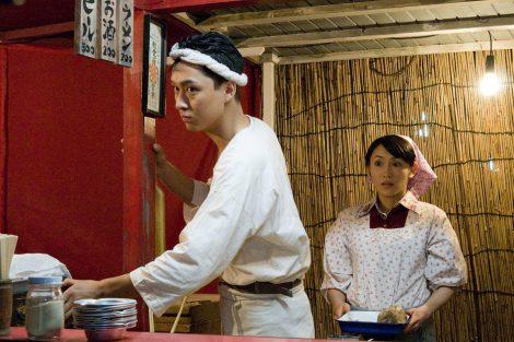 映画『ラーメン侍』で主演を務める渡辺大(左)と山口紗弥加(右)
