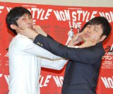 2012年の年間計画を発表した、NON STYLEの(左から)石田明、井上裕介 (C)ORICON DD inc.