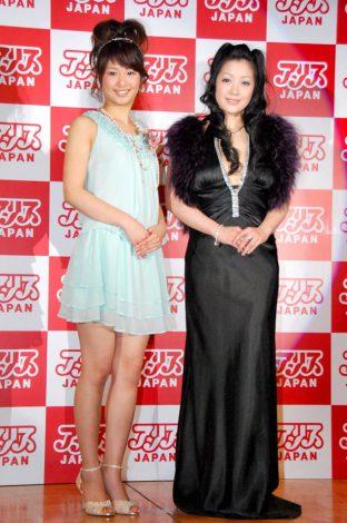 『アリスJAPAN 2012 プレスカンファレンス』に出席した小向美奈子と新人女優・川上奈々美 (C)ORICON DD inc.