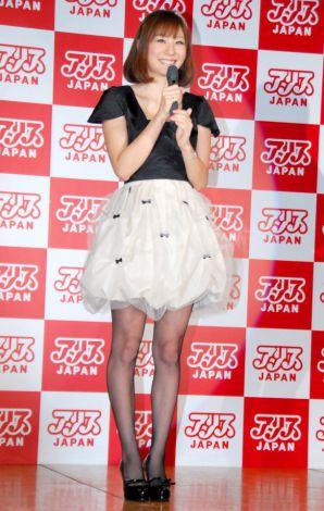 『アリスJAPAN 2012 プレスカンファレンス』に出席した麻美ゆま (C)ORICON DD inc.