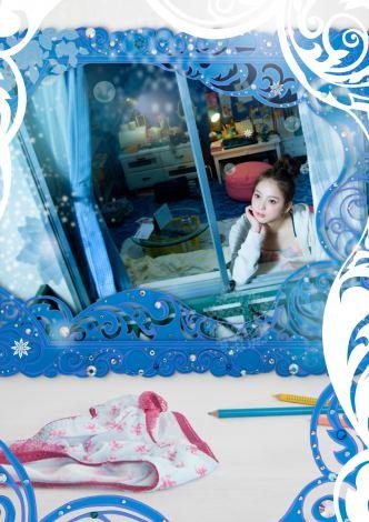 CSで3月放送の佐々木希主演ドラマ『恋なんて贅沢が私に落ちてくるのだろうか?』 番組ポスターは佐々木とも親交が深いアートディレクターの清川あさみが手がけた (C)フジテレビジョン