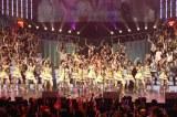 初日アンコールラストは出演者145人で「フライングゲット」を披露 (C)ORICON DD inc.
