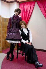 女装するカラム(左)と男装に初挑戦する大野いと(C)2012「愛俺!」製作委員会
