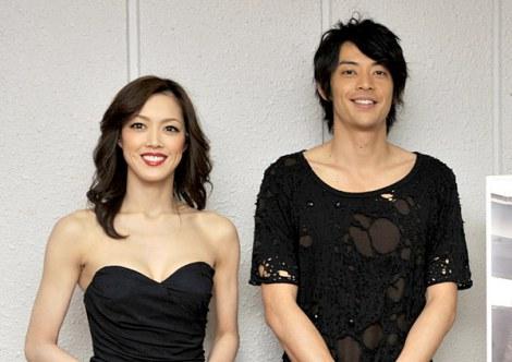 二人芝居『GULF』に出演する(左から)大和悠河、敦士