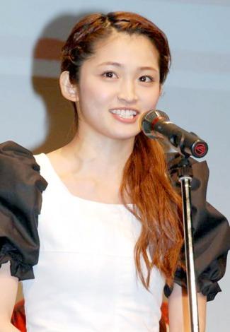 『そろそろ和歌山に行ってみようキャンペーン 2012』のオープニングイベントに登場した岡本玲 (C)ORICON DD inc.