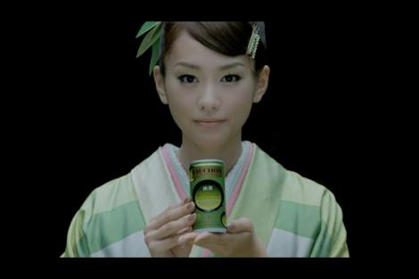 サムネイル 新CMで艶やかな和装を披露する桐谷美玲