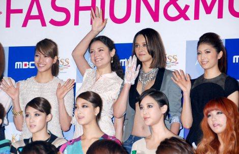 初の日韓合同ファッションイベント『Kiss(KOREAN INTERNATIONAL STYLE SHOW)』の記者会見に出席した(後列左から)紺野ゆり、加賀美セイラ、浦浜アリサ、有末麻祐子 (C)ORICON DD inc.