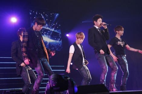 日韓合同ファッションイベント『KISS(KOREAN INTERNATIONAL STYLE SHOW)』に出演したBEAST