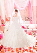 エレガントな純白ドレス