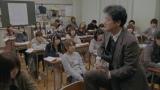 担任の国語教師・マムシ(陣内孝則)の勧めでバンドを結成する