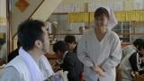 ラーメン屋で働きながら定時制高校に通う尾形敦子役を演じる前田敦子