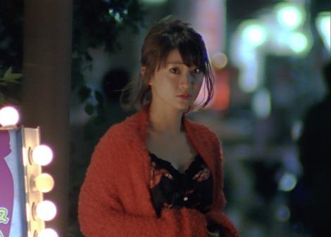 親の借金返済のため年齢を偽ってキャバクラで働く大沢優子役の大島優子は涙の熱演