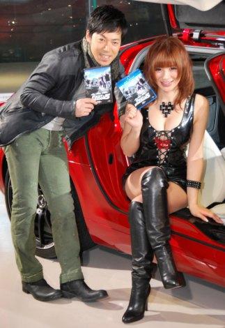 映画『ワイルド・スピード MEGA MAX』のブルーレイ&DVD発売記念イベントに出席した(左から)Take2・東貴博、手島優 (C)ORICON DD inc.