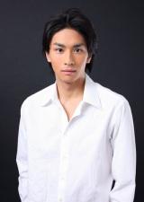 舞台『汚れたアヒル』に出演する市川知宏