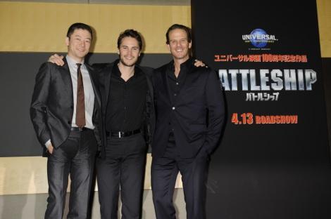 『バトルシップ』大ヒット祈願出港式(左から)浅野忠信、テイラー・キッチュ、ピーター・バーグ監督