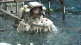 無重量環境訓練施設(NBL)での水中訓練の模様(C)読売テレビ