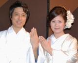 結婚披露宴前に会見を行った黒田アーサーと妻の志保さん (C)ORICON DD inc.